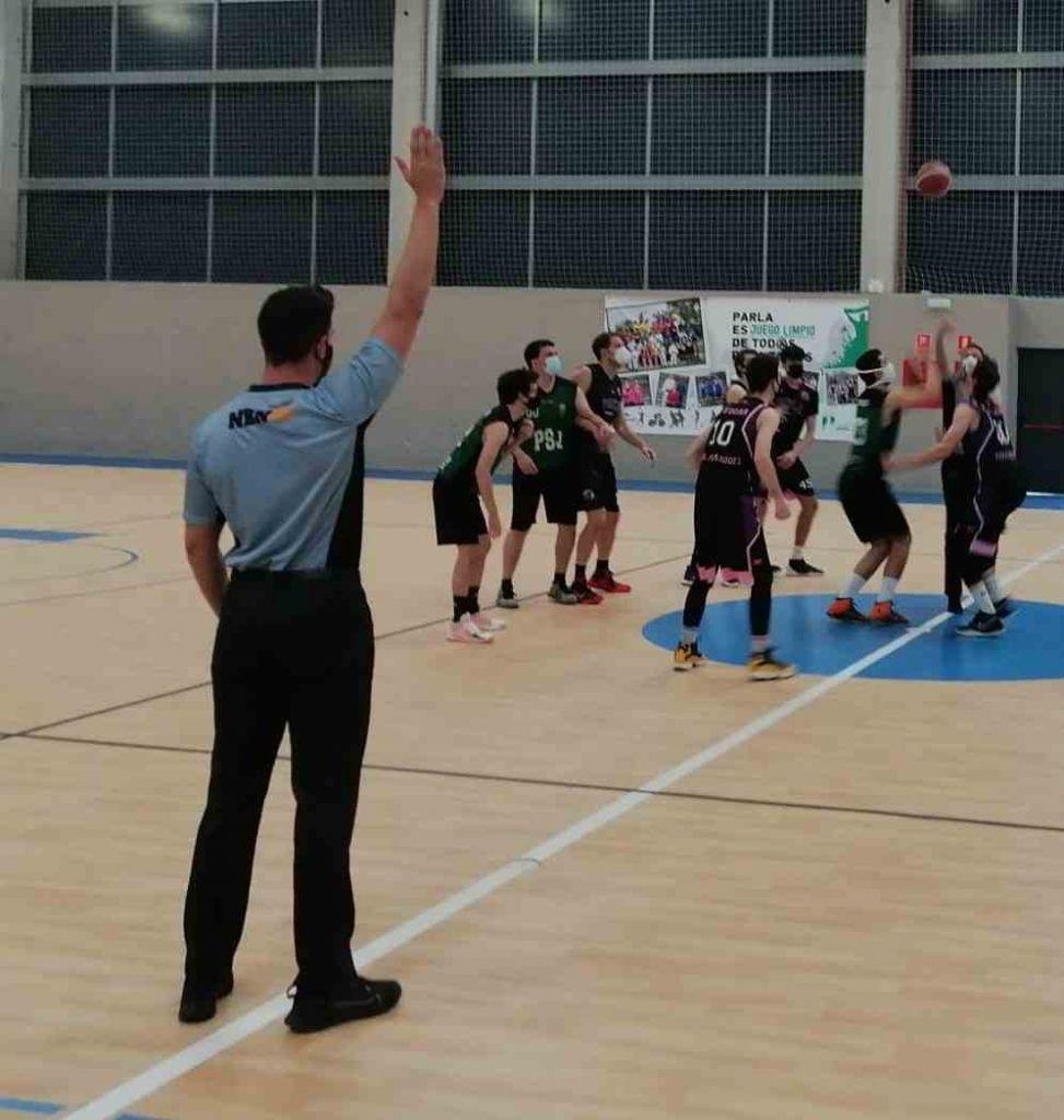 Reglas del baloncesto - Arbitros